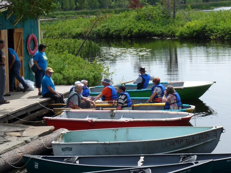 photo d'une activité d'été en canots au Village des Sources
